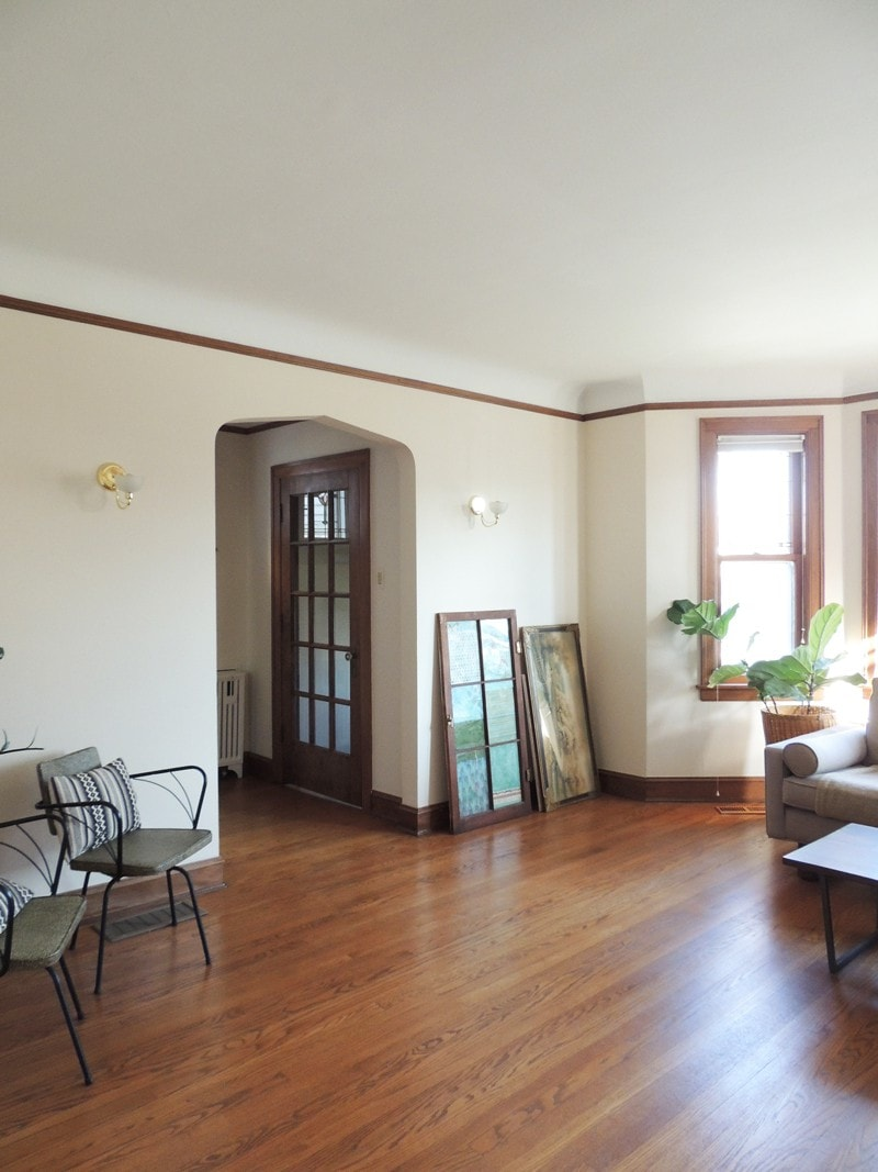 This just past the entry and into the main living room. Pretty arches and rounded ceiling details.