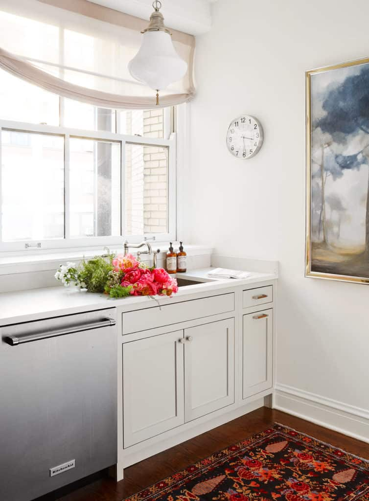 lakeshore-drive-apartment-taupe-kitchen-centered-by-design-759_16