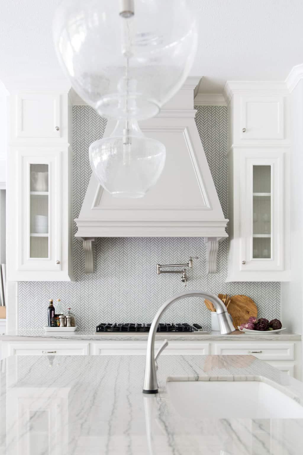 kitchen+remodel+with+macabus+white+quartzite+counters
