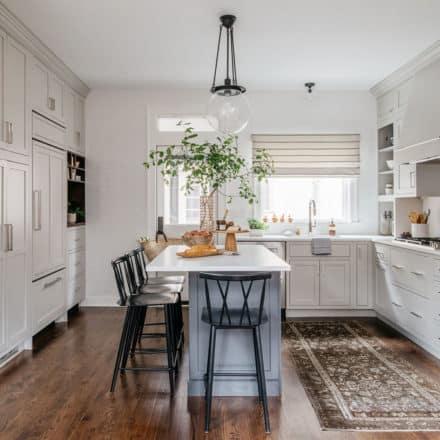 light+gray+kitchen+design